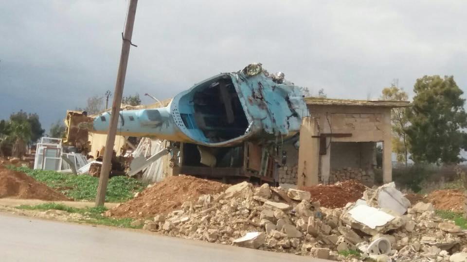 بقايا طائرة هليكوبتر في منطقة مطار تفتناز بريف إدلب - شباط 2018 (فيس بوك)