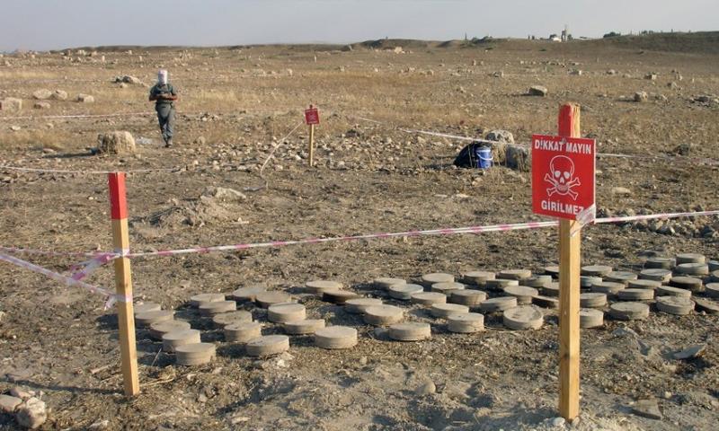 منطقة ألغام في الرقة (AFP)