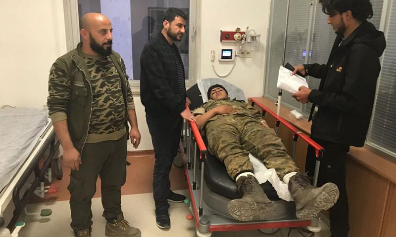 عنصر من الجيش الحر بعد تعرضه لاختناق بسبب قصف بغاز سام استهدف محيط عفرين - 11 شباط 2018 (صقور الشمال)