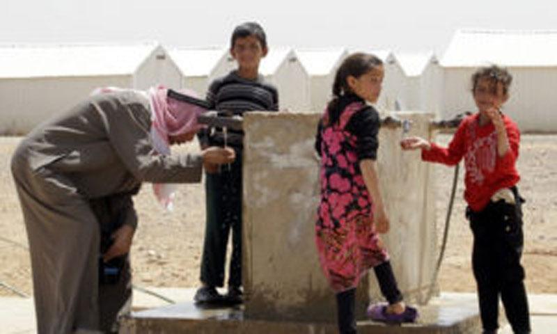لاجؤون سوريون في مخيم الأزرق الأردني (AFP)