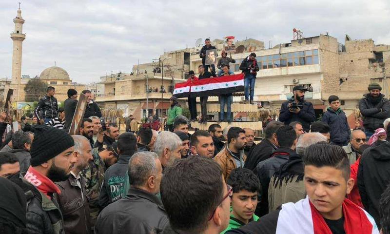 متظاهرون يرفعون صور رئيس النظام السوري بشار الأسد في عفرين - 22 شباط 2018 (سانا)