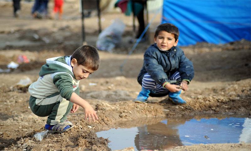 أطفال في مخيمات سورية يعانون من تلوث المياه (مجلة صور)