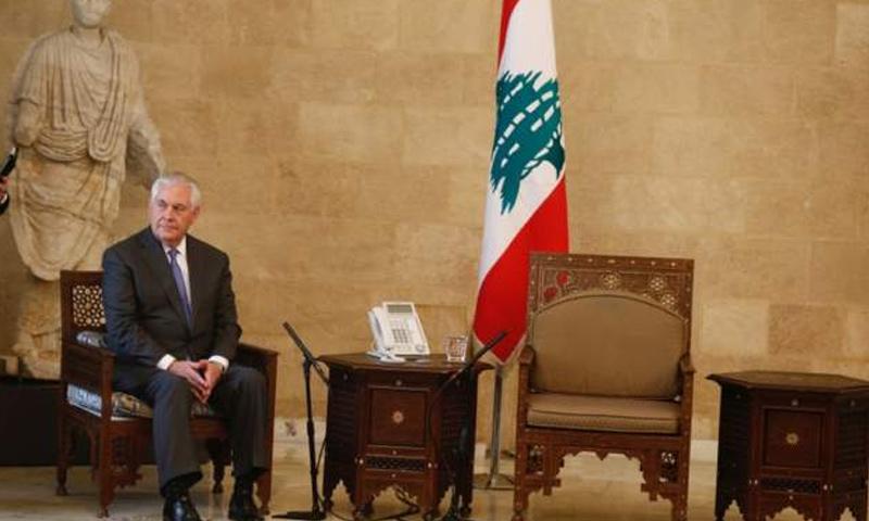 وزير الخارجية الأمريكي ريكس تيلرسون بانتظار نظيره اللبناني ورئيس الجمهورية - 15 شباط 2018 (رويترز)