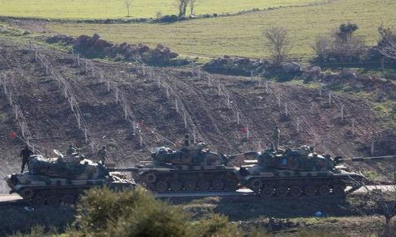 دبابات تركية على الحدود مع سوريا في 31 كانون الثاني(رويترز)