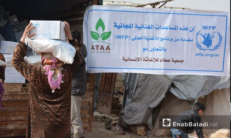 """مستفيجون من """"برنامج الأغذية العالمي"""" في ريف إدلب - كانون الثاني 2018 (عنب بلدي)"""