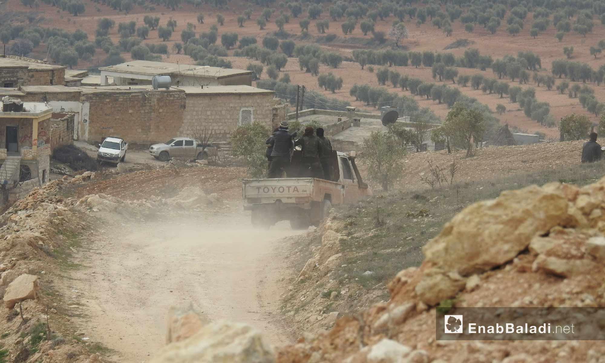 عناصر من الجيش الحر خلال المعارك الدائرة على محور شران شمالي عفرين - 20 شباط 2018 (عنب بلدي)