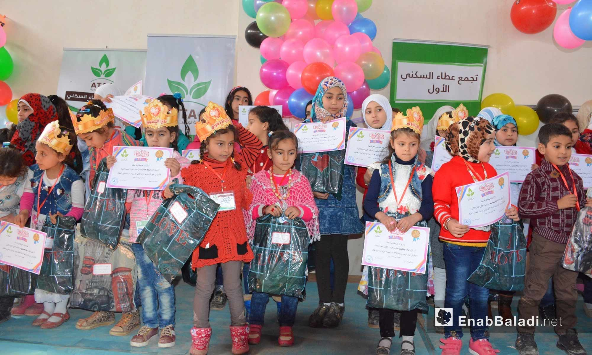 أطفال مدارس تجمع أطمة يكرمون في إدلب - 20 شباط 2018 (عنب بلدي)
