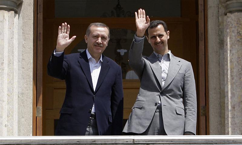 رئيس النظام السوري برفقة رئيس الوزراء التركي (آنذاك/ رئيس الدولة حاليًا) رجب طيب أردوغان في دمشق عام 2010 (AFP)