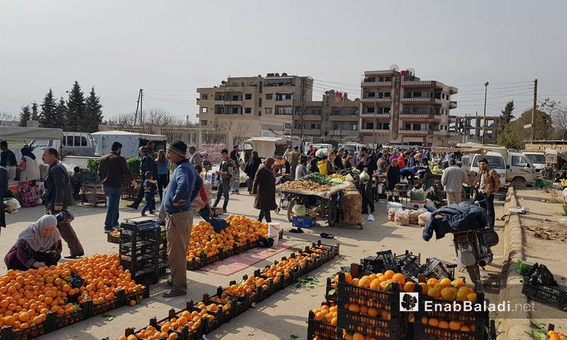 حركة البيع والشراء في سوق حطين بمدينة القامشلي - 4 شباط 2018 (عنب بلدي)