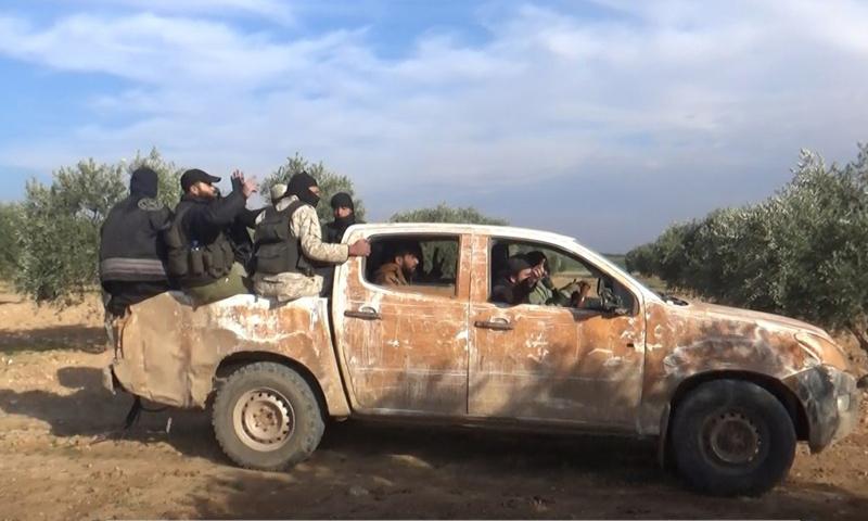 عناصر من هيئة تحرير الشام على الجبهات العسكرية في ريف إدلب الشرقي - كانون الثاني 2018 (وكالة إباء)