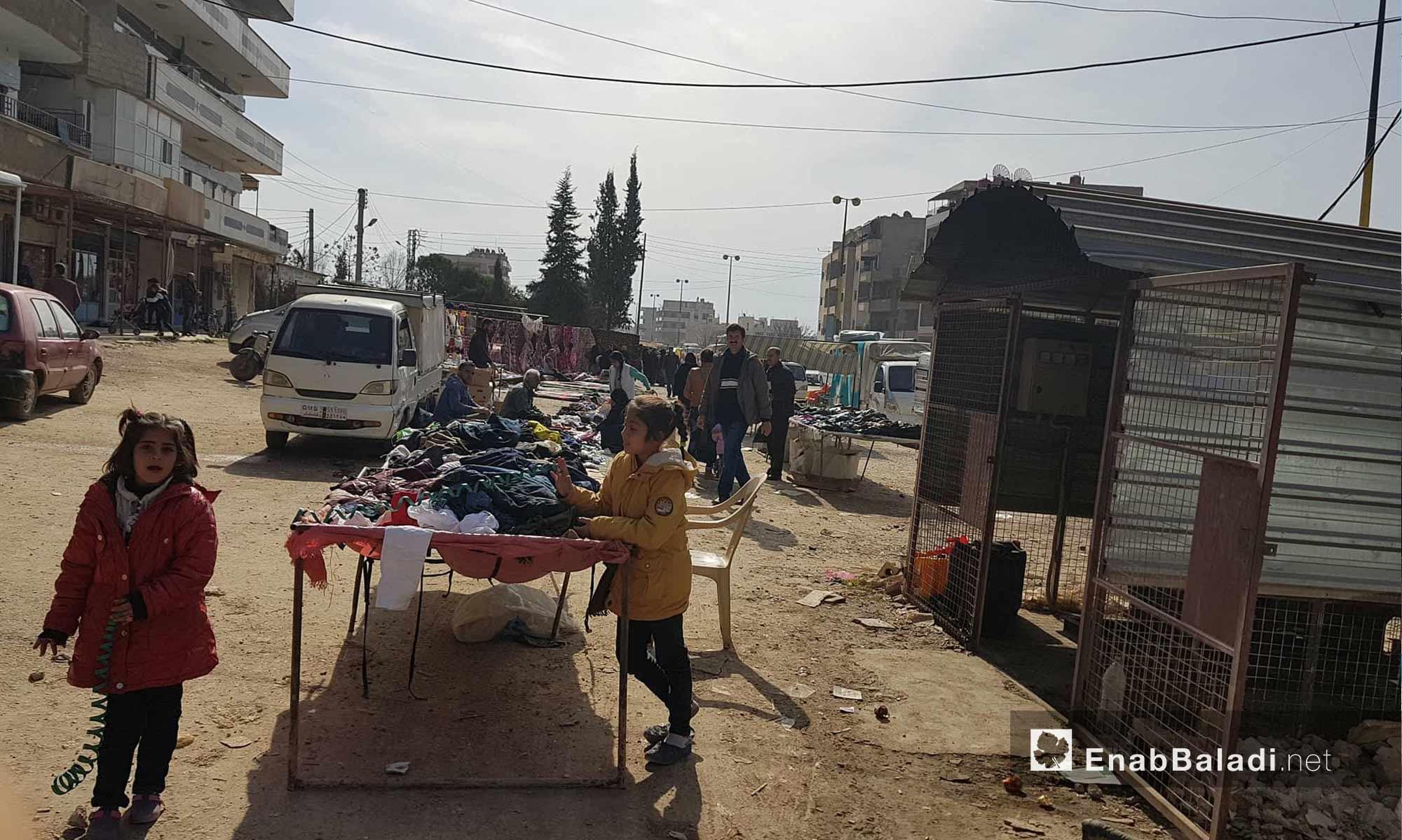 حركة البيع والشراء في سوق حطين في مدينة القامشلي شمالي سوريا - 4 شباط 2018 (عنب بلدي)