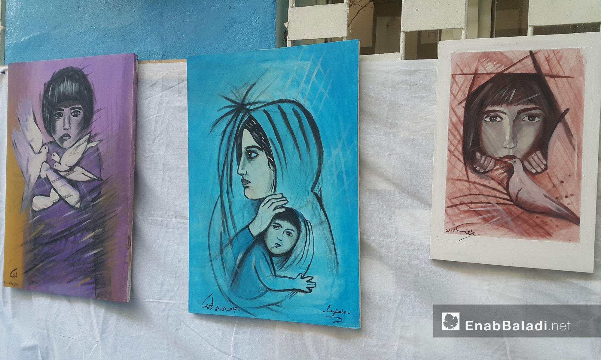 """لوحات مشاركة في معرض """"إنسان"""" بأيدٍ سورية في أورفة التركية - 2 شباط 2018 (عنب بلدي)"""