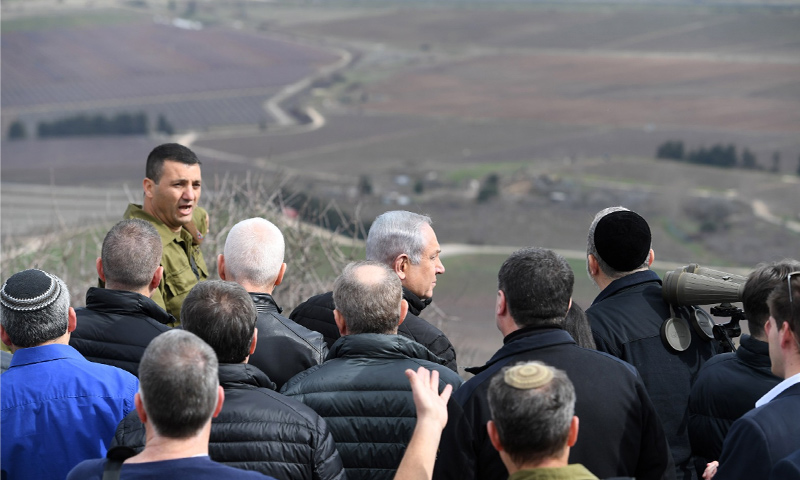 أعضاء مجلس الوزراء الأمني يزورون الحدود الإسرائيلية السورية في مرتفعات الجولان- 6 شباط 2018 (هارتس)