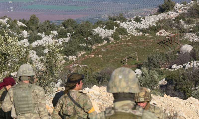 """معسكر تدريبي لـ""""الوحدات"""" الكردية يعتقد أنه في جبال بلبلة شمالي عفرين - 6 شباط 2018 (TRT)"""