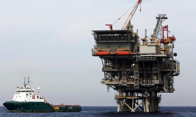 منصة إنتاج غاز إسرائيلية في البحر المتوسط (رويترز)