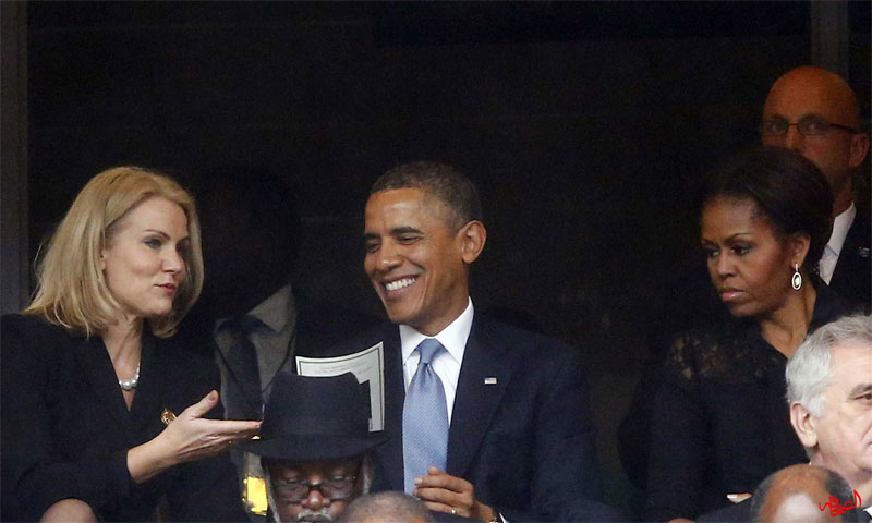 باراك أوباما مع زوجته ميشيل في حفل تأبين مانديلا (العربية برس)