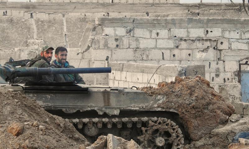 عناصر من قوات الأسد على جبهة حوش الضواهرة شرقي دمشق - 27 شباط 2018 (وسيم عيسى)