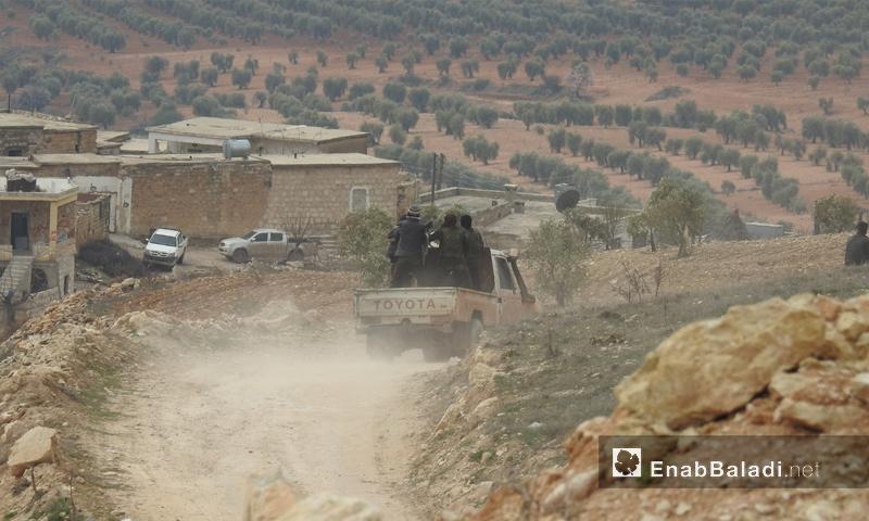 عناصر من الجيش الحر خلال المعارك الدائرة على محور شران شمالي عفرين - 28 شباط 2018 (عنب بلدي)