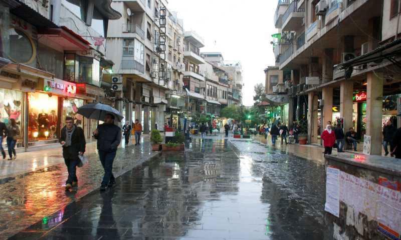 الأمطار في حي الصالحية في دمشق (إنترنت)