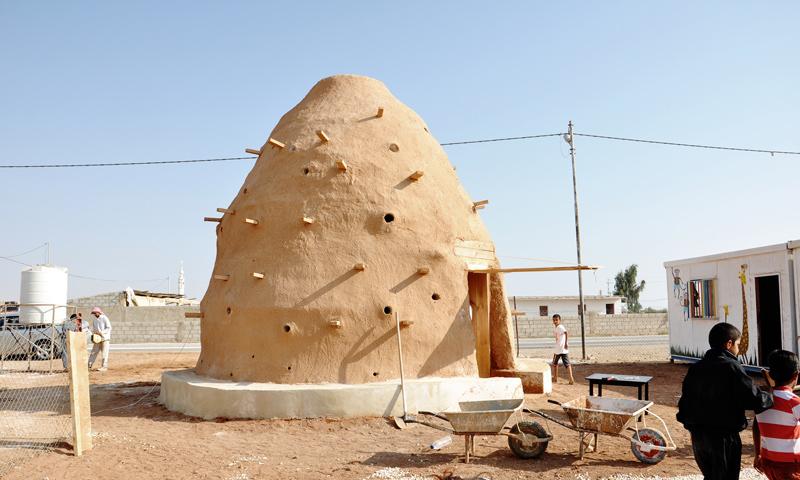 """مدرسة في مخيم الزعتري ضمن مشروع """"100 مدرسة للأطفال اللاجئين"""" (منظمة هندسة الطوارئ وحقوق الإنسان)"""