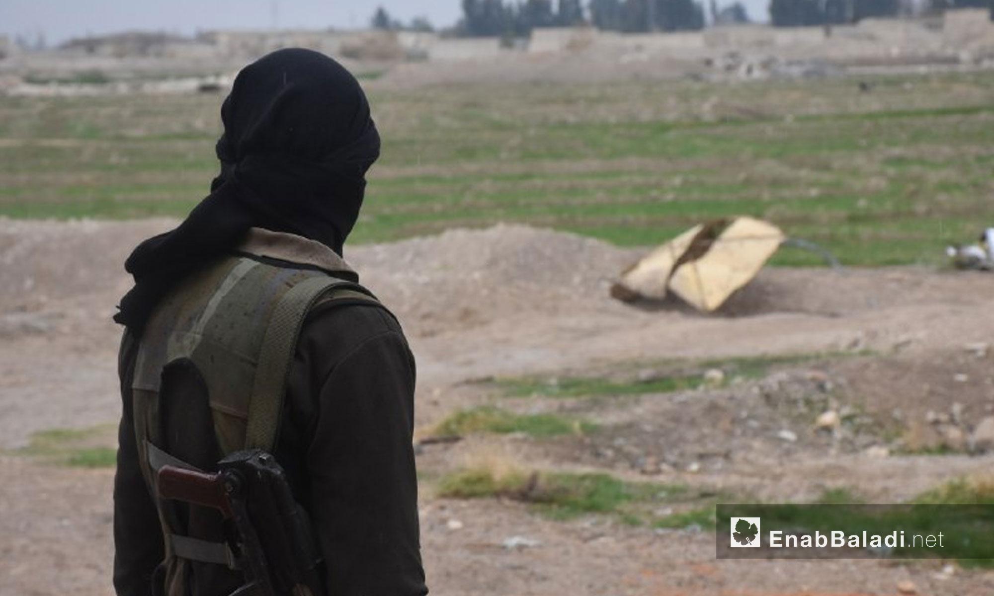 عنصر من جيش الإسلام في بلدة حوش الضواهرة بالغوطة الشرقية - 13 شباط 2018 (عنب بلدي)