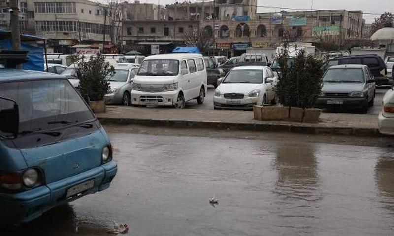 تعبيرية: مياه الأمطار في الساحة العامة لمدينة منبج شرقي حلب - 17 كانون الثاني 2018 (فيس بوك)