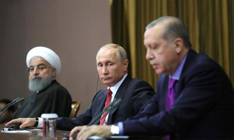"""رؤساء """"الدول الضامنة"""" خلال قمة سوتشي - تشرين الثاني 2017 (AP)"""