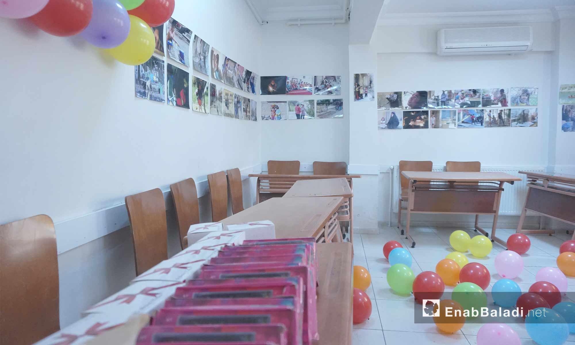 قاعة معرض الصور ضمن مبادرة نظمها سوريون وأتراك في أورفة - 24 شباط 2018 (عنب بلدي)