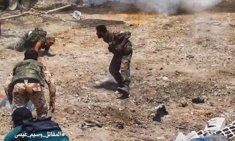 عناصر من قوات الأسد خلال المعارك الدائرة في محيط الغوطة الشرقية - كانون الثاني 2018 (وسيم عيسى)