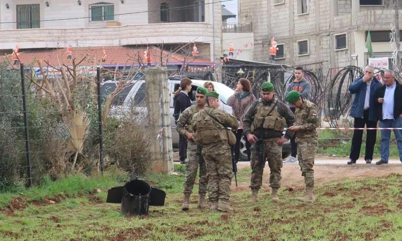 قطعة من صاروخ سقطت شرقي لبنان بالقرب من الحدود مع سوريا- 10 شباط 2018 (فرانس برس)
