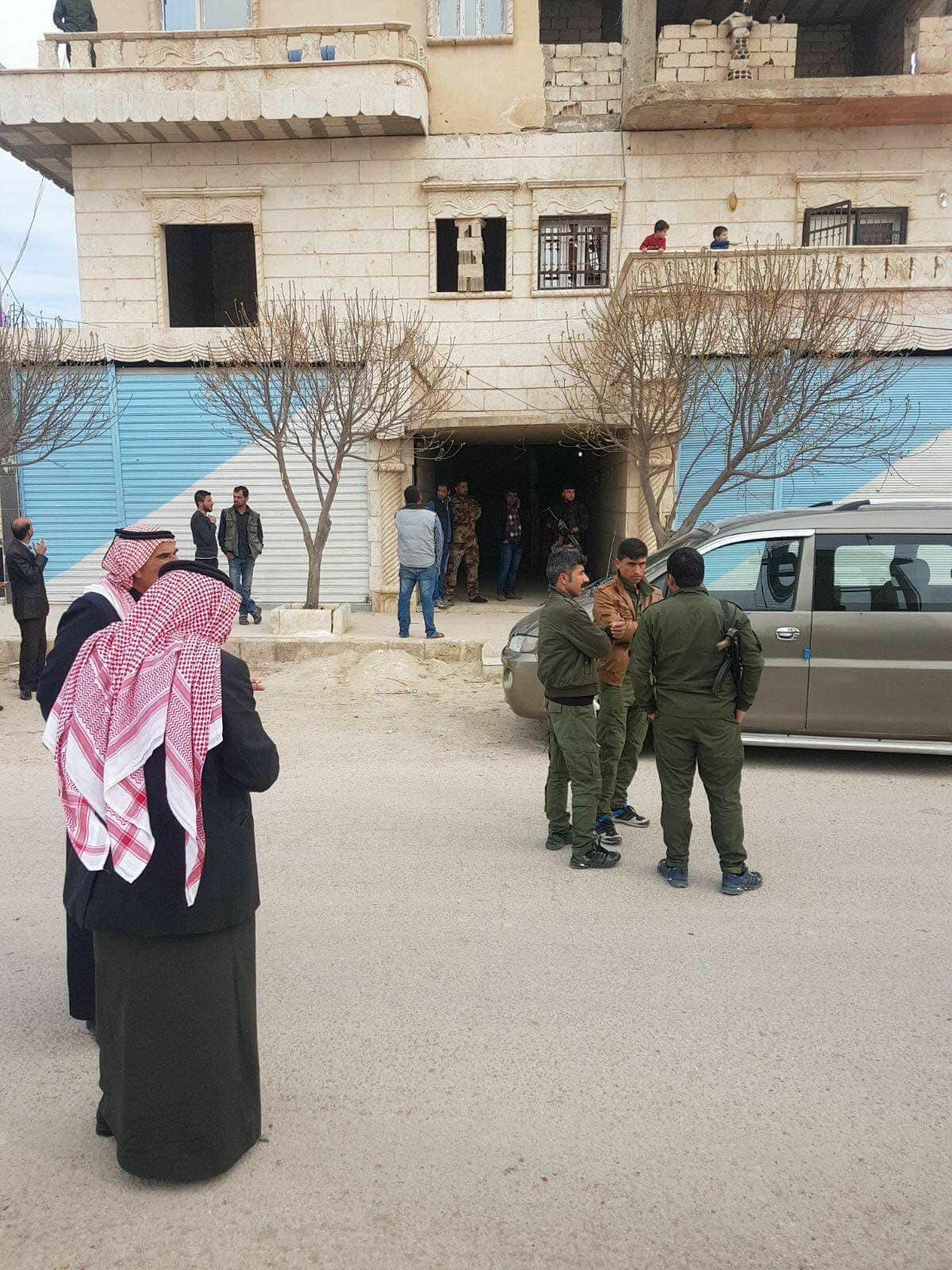 انتشار أمني أمام منزل عمر علوش في تل أبيض - 15 آذار 2018 (فيس بوك)