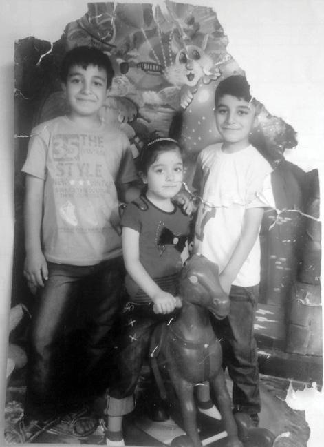مؤيد (10 سنوات) وأحمد (8 سنوات) وصبا (5 سنوات) أبناء سمر زيادة قتلوا بغارة جوية في 29 تشرين الثاني 2012