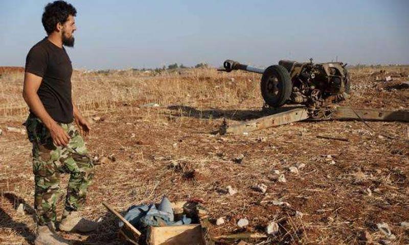 مقاتل من الجيش الحر في درعا - 2015 (رويترز)