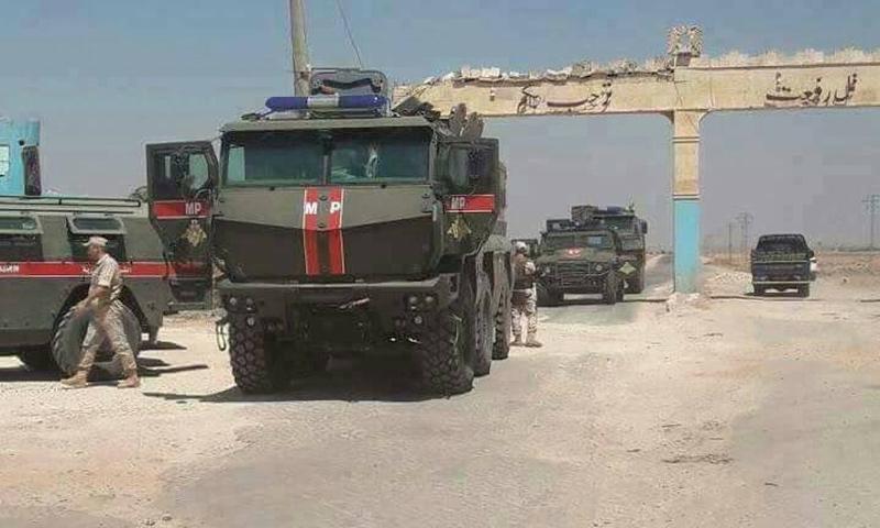 عربات عسكرية روسية قال ناشطون إنها كانت في تل رفعت - 2017 (تويتر)