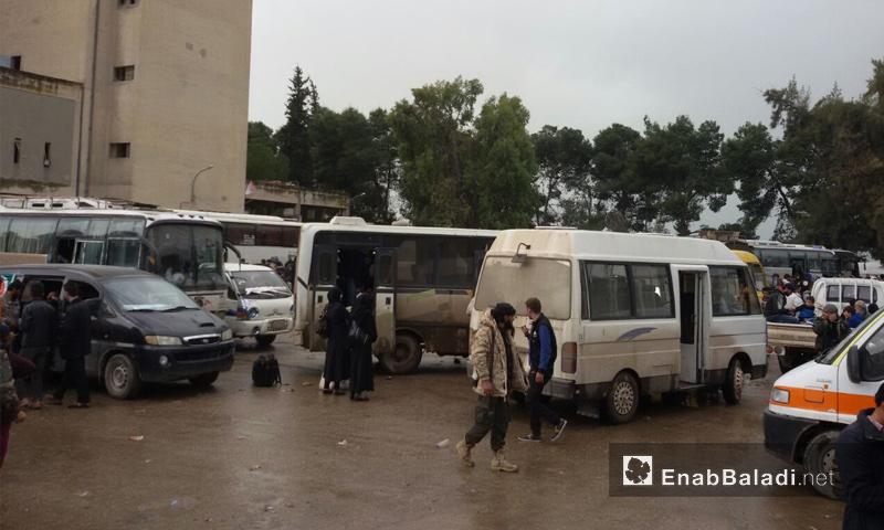 وصول القافلة الثانية من الدفعة الخامسة لمهجري القطاع الأوسط من الغوطة الشرقية - 29 آذار 2018 (عنب بلدي)