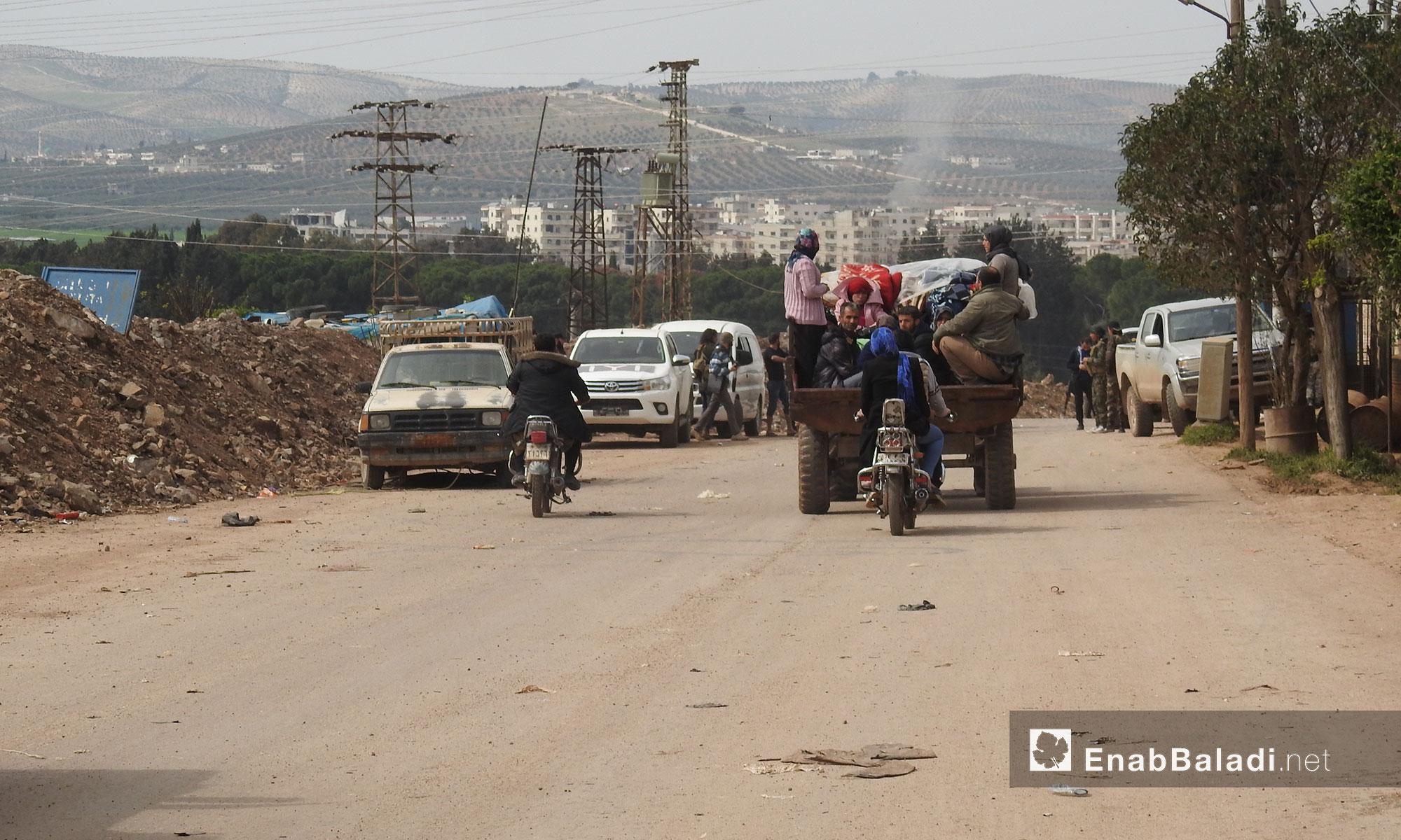 عودة المدنيين إلى منازلهم بعد تأمينها من الألغام في مدينة عفرين - 18 آذار 2018 (عنب بلدي)