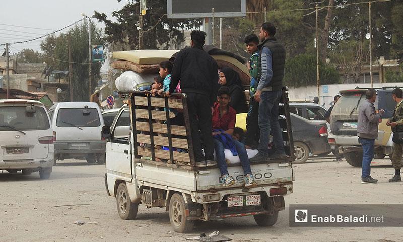 عودة مدنيين إلى منازلهم بعد تأمينها من الألغام في مدينة عفرين - 18 آذار 2018 (عنب بلدي)
