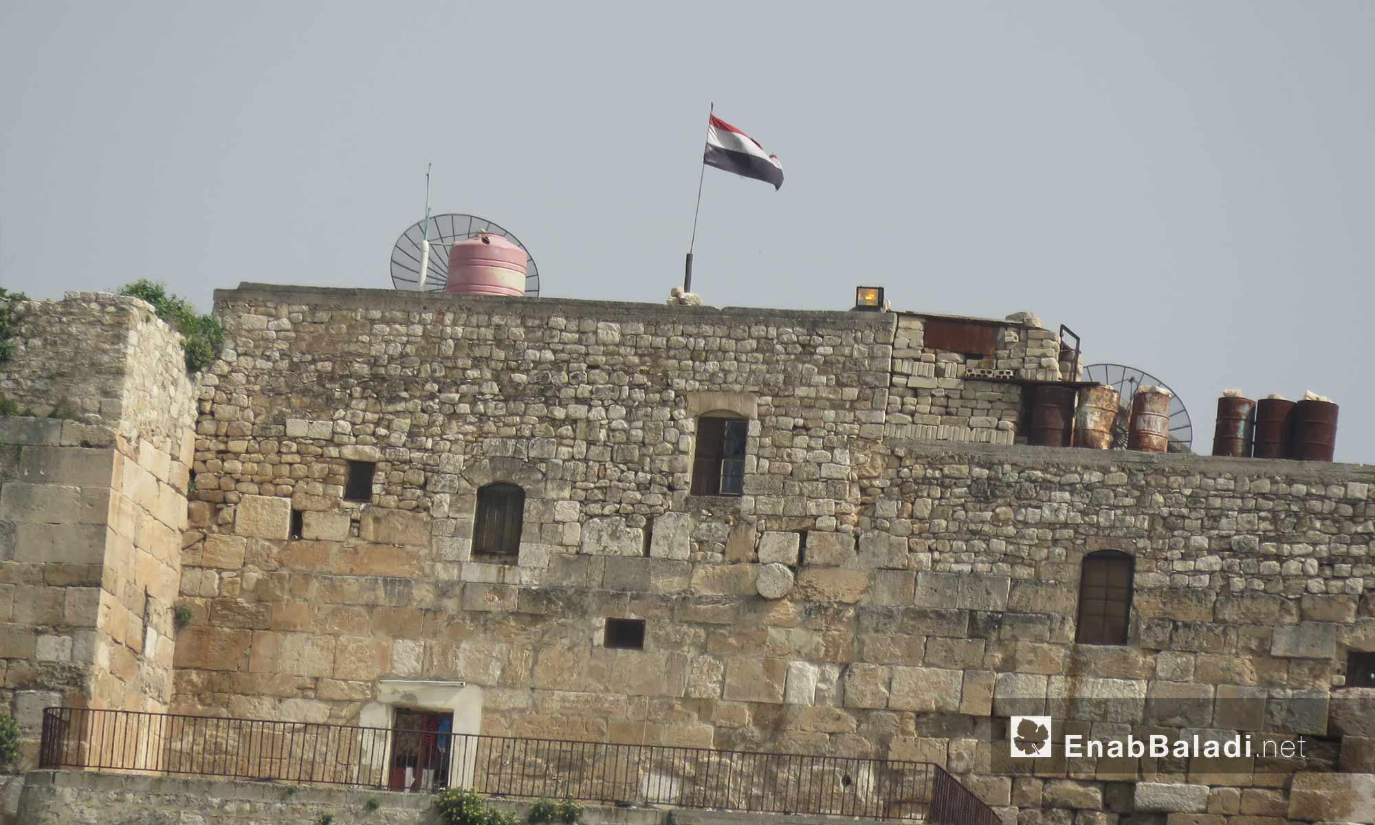 تمركز قوات الأسد في قلعة المضيق بريف حماة الغربي - 5 آذار 2018 (عنب بلدي)