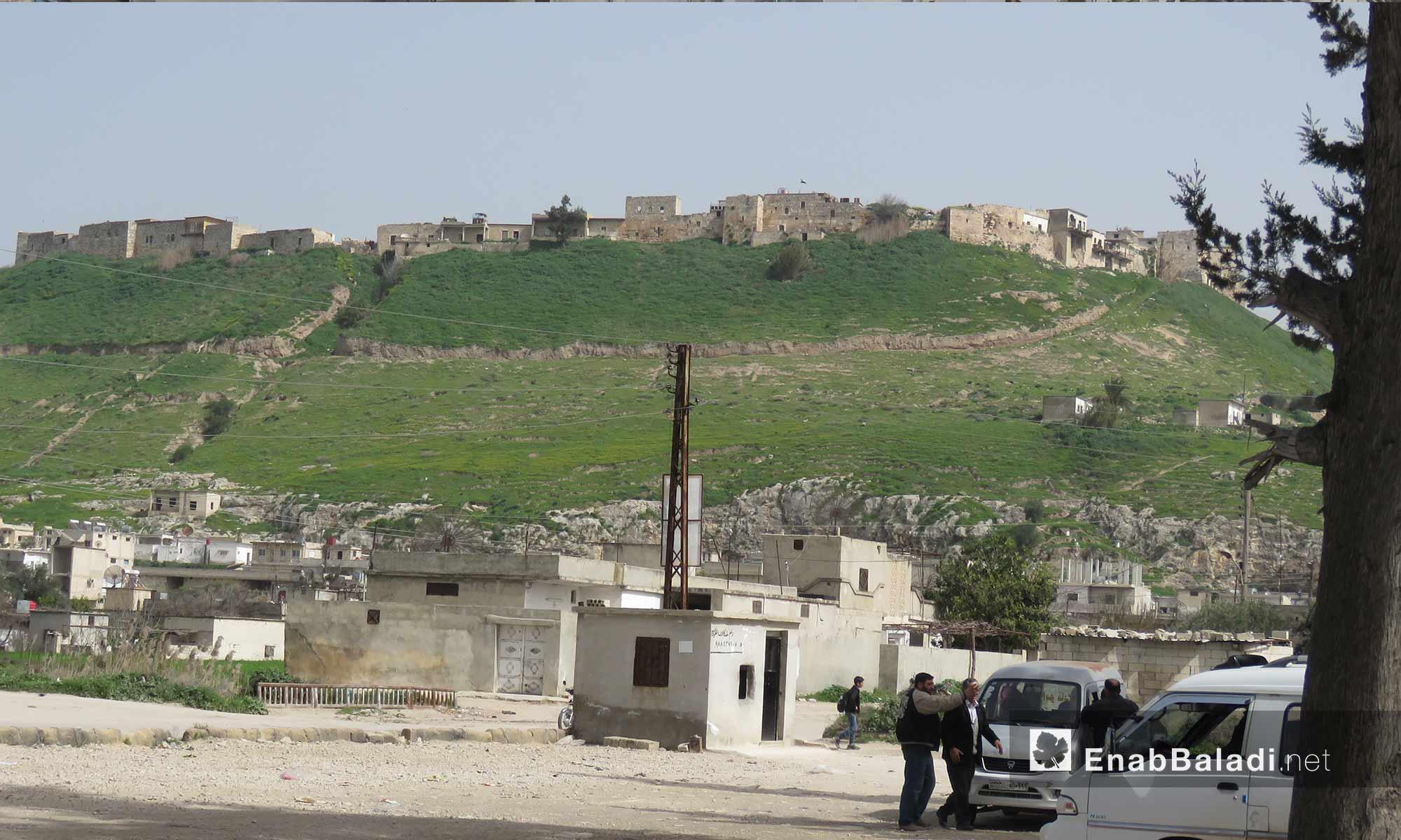 مدنيون في قلعة المضيق غربي جماة - 5 آذار 2018 (عنب بلدي)