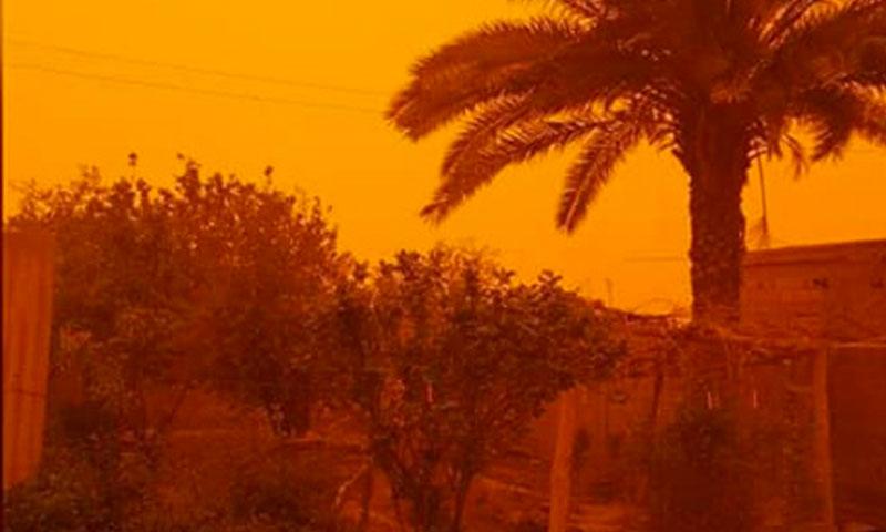 عاصفة رملية تضرب دير الزور- 24 آذار 2018 (فرات بوست)