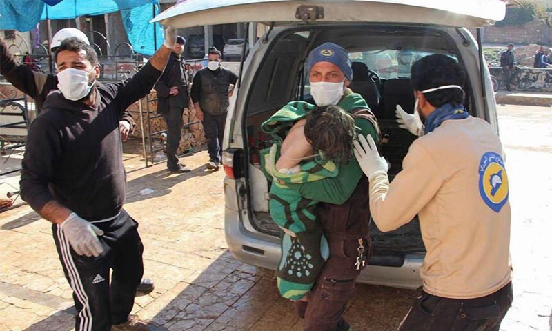 مصابون بهجوم كيماوي في خان شيخون في ادلب- أيار 2017 (DPA)