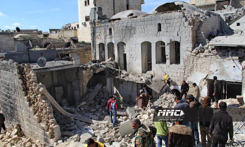 آثار القصف على معرة النعمان بريف إدلب الجنوبي- 17 آذار 2018 (مركز المعرة الإعلامي فيس بوك)