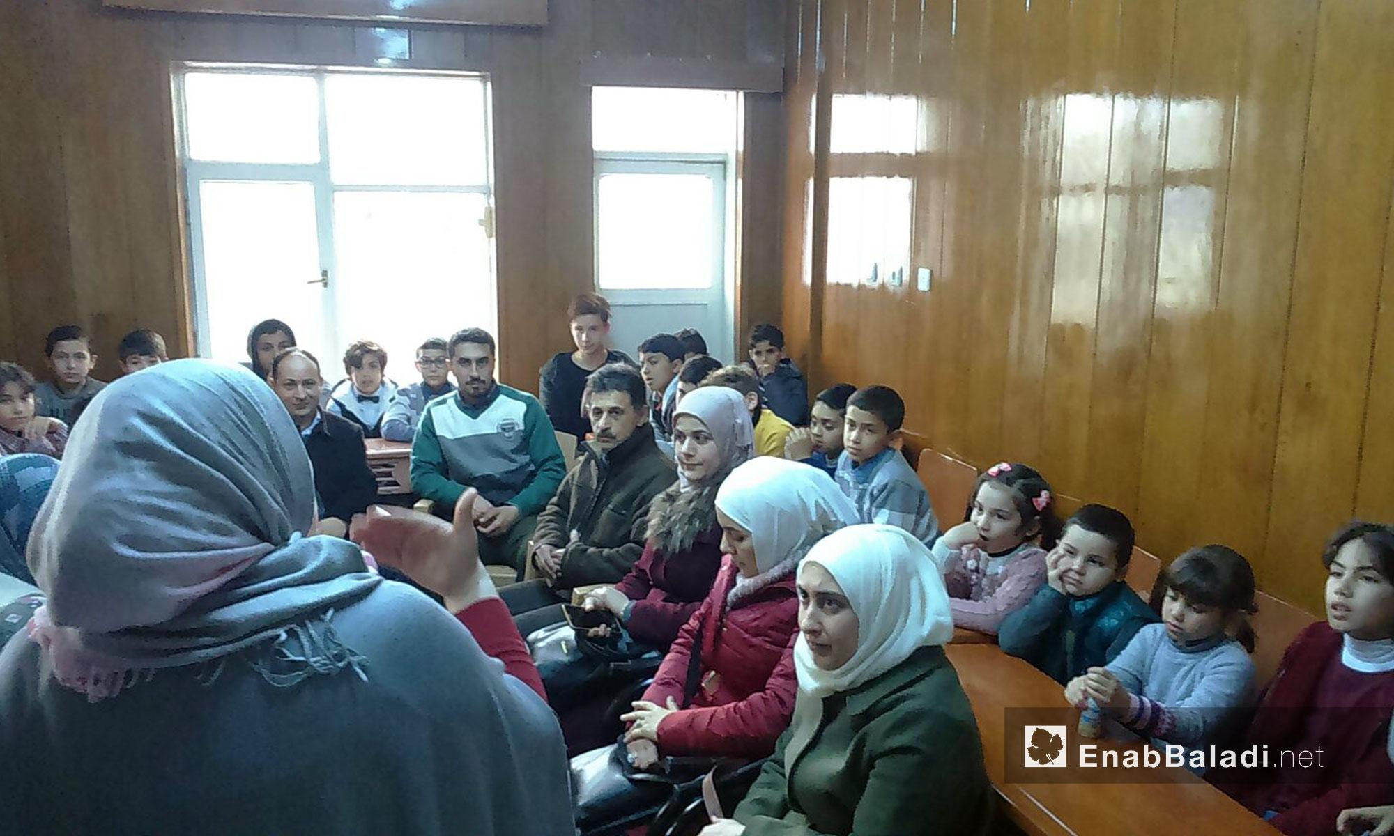 سوريون وأتراك يشاركون في مسرحية للعرائس بأورفة التركية - 28 شباط 2018 (عنب بلدي)