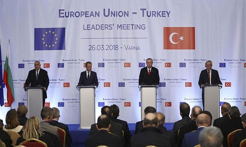 مؤتمر صحفي على هامش القمة التركية الأوروبيةفي 26 آذار 2018(الأناضول)