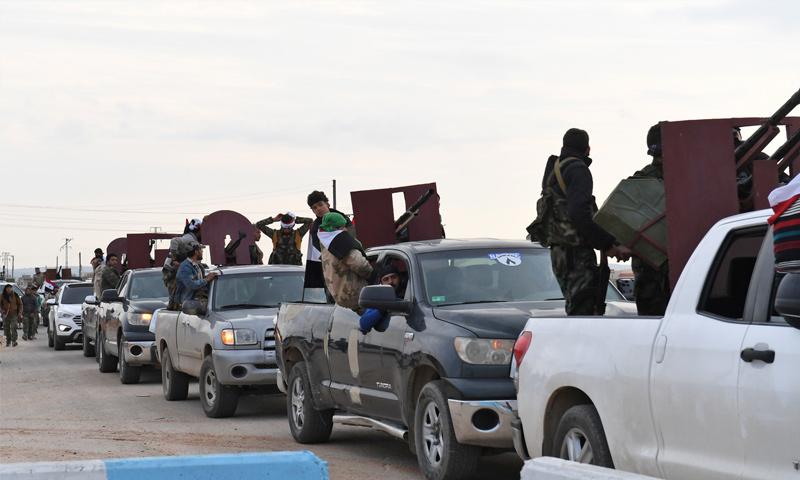 عناصر من القوات الشعبية في أثناء دخولهم إلى منطقة عفرين بريف حلب - 22 شباط 2018 (صفحات موالية)
