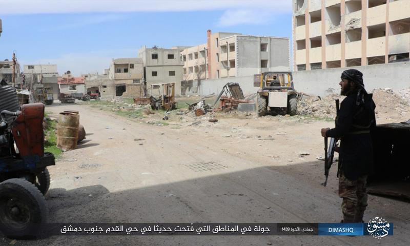 عنصر من تنظيم الدولة الإسلامية في حي القدم جنوب دمشق - 17 آذار 2018 (أعماق)
