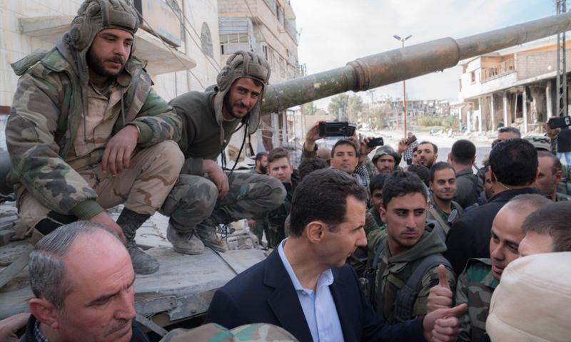 بشار الأسد مع قواته على جبهات الغوطة الشرقية - 18 آذار 2018 (رئاسة الجمهورية)