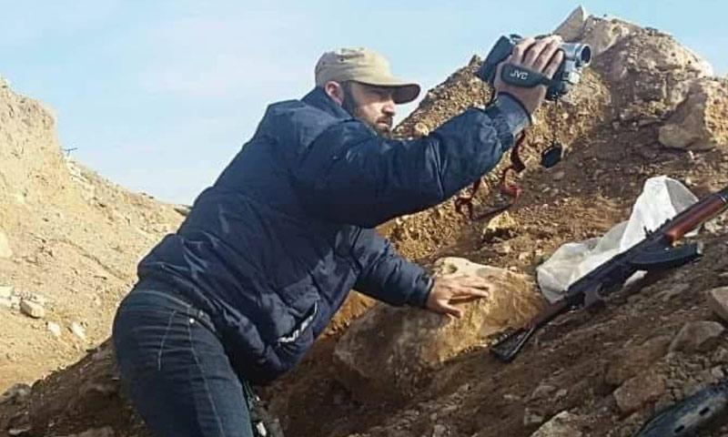 الإعلامي وحيد يزبك على جبهات القتال إلى جانب قوات الأسد (صفحة يزبك - فيس بوك)