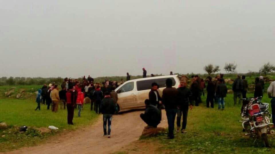 سيارات على حاجز تنب قرب عفرين - 24 آذار (فيس بوك)