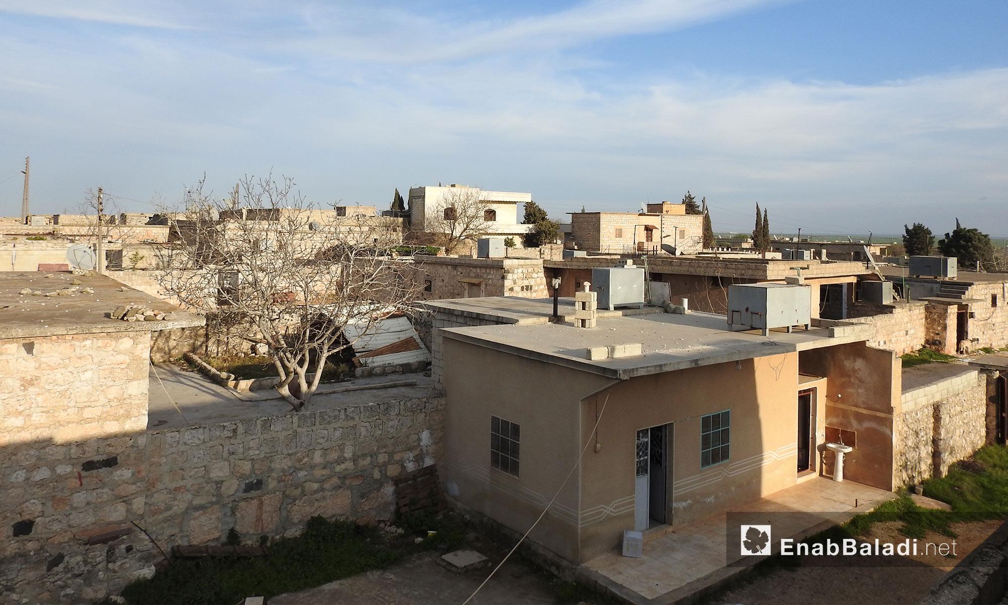 منازل على الطريق بين قرى جلبل ومريمين وأناب في عفرين - 11 آذار 2018 (عنب بلدي)